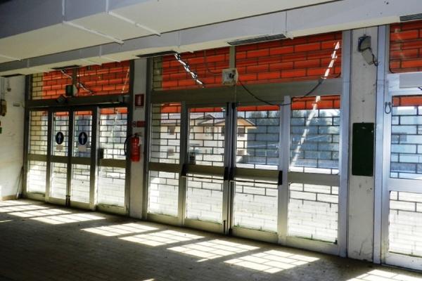 ingresso principale_0 - capannone MESENZANA (VA)