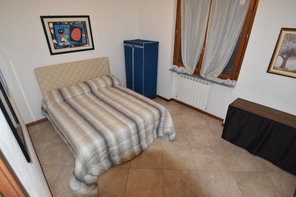08 camera da letto_07 - UNIFAM. GEMELLARE/BIFAM. LEGGIUNO (VA) AROLO