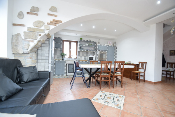 02 soggiorno cucina (3)_10 - PORZIONE DI FABBRICATO PORTO VALTRAVAGLIA (VA) ROCCOLO