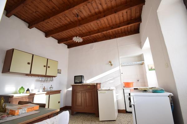 09-1 cucina 1p_19 - PORZIONE DI FABBRICATO MONTEGRINO VALTRAVAGLIA (VA) CENTRO STORICO