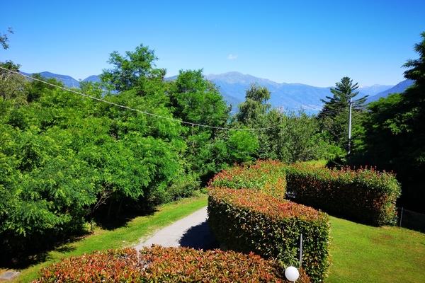 02-2 giardino - VILLA BREZZO DI BEDERO (VA) PISCIò
