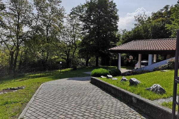 02-1  giardino - VILLA BREZZO DI BEDERO (VA) PISCIò