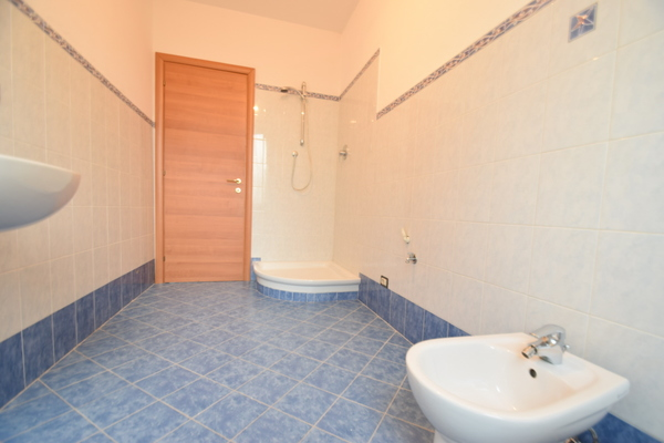 03 bagno giorno (3) - APPARTAMENTO ARCISATE (VA) CENTRO