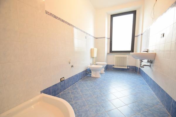 03 bagno giorno (1) - APPARTAMENTO ARCISATE (VA) CENTRO