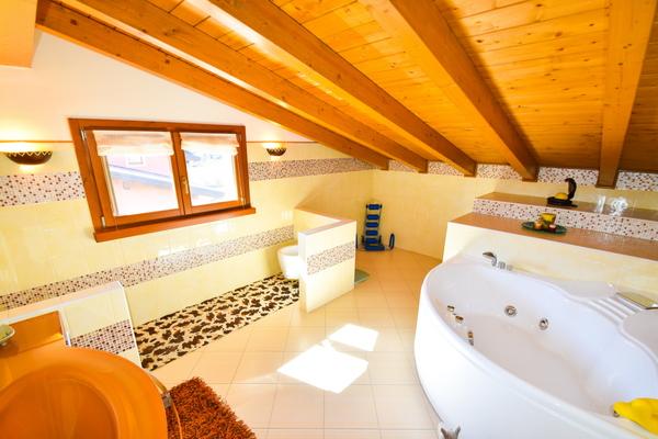 12-1 bagno p1 - VILLA BREZZO DI BEDERO (VA)