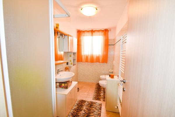 16-1 bagno p seminterrato - VILLA BREZZO DI BEDERO (VA)