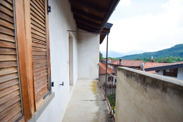 09-1 balcone p2°_12 - PORZIONE DI FABBRICATO BRISSAGO VALTRAVAGLIA (VA) CENTRO