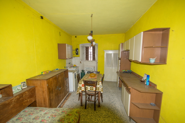 04-2 cucina_09 - PORZIONE DI FABBRICATO GRANTOLA (VA) CENTRO