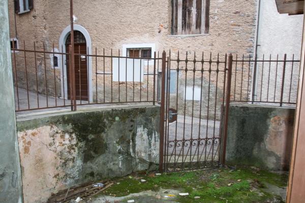 02-1 area esterna_04 - PORZIONE DI FABBRICATO GRANTOLA (VA) CENTRO