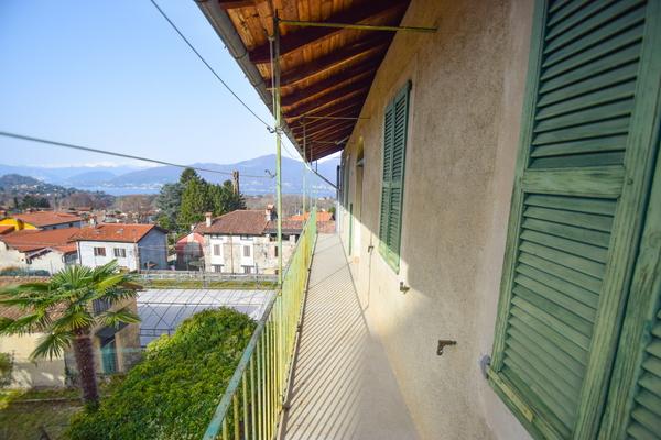 03-1 balcone_05 - PORZIONE DI FABBRICATO PORTO VALTRAVAGLIA (VA) MUCENO